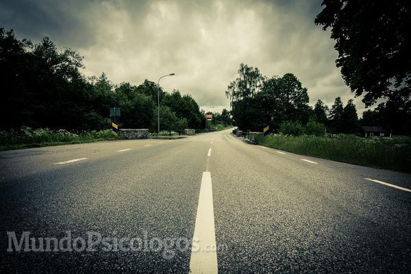 Boca fechada e pé na estrada
