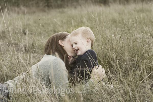 Com amor de mãe, cérebro da criança se desenvolve mais