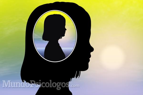 Bater a cabeça: uma criança com transtorno do espectro autista