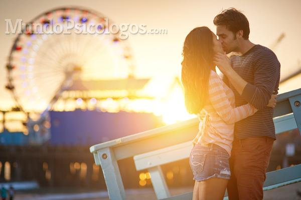 Beijar melhora o bem-estar físico e emocional